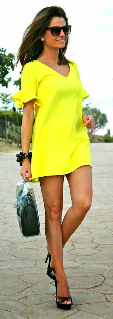 Bright V-Neck chic Blouse - Dress with Heels   Summer Outfits