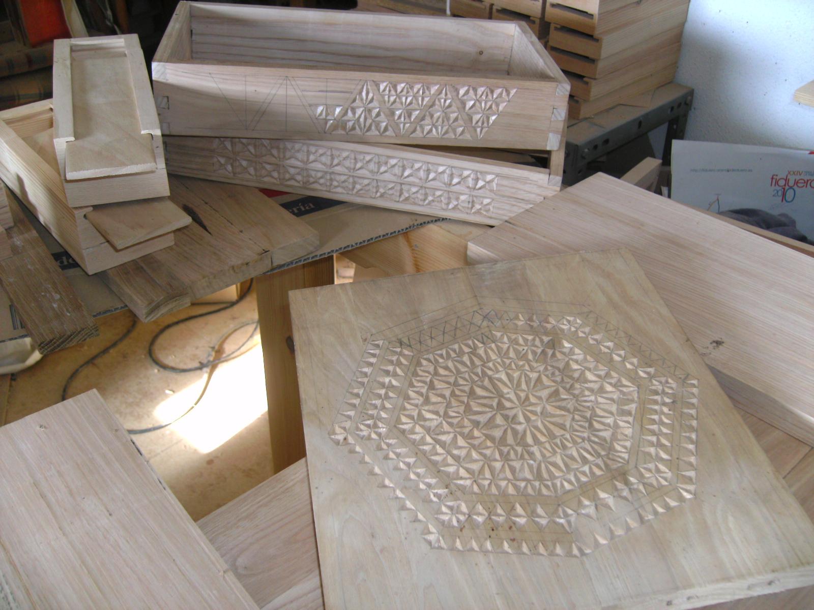 Artesan a tope y cu a talla en madera caja de casta o - Trabajos manuales en madera ...