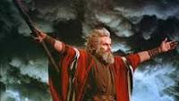 MOISÉS Y JOSUÉ PELEAN CONTRA AMALEC