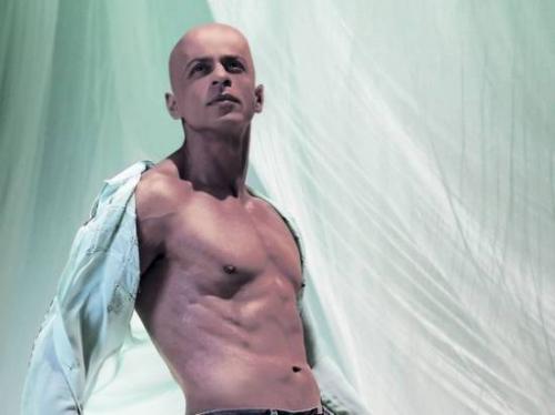 http://3.bp.blogspot.com/-wTKqEya207w/Ta2YfXPtiZI/AAAAAAAAADM/v5kjSZ_RbgA/s1600/shahrukh-khan-bald020309.jpg