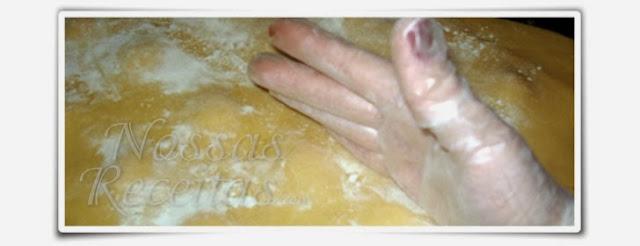 a deliciosa massa caseira em forma de ravioli recheada com ricota. foto do passo a passo