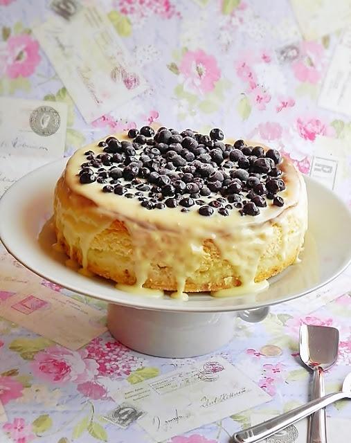 Cheesecake cu afine si ciocolata alba