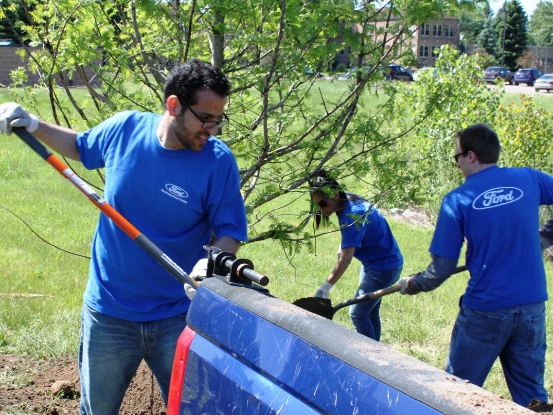 Ford Volunteers Care for Environment on Ford Accelerated Action Day