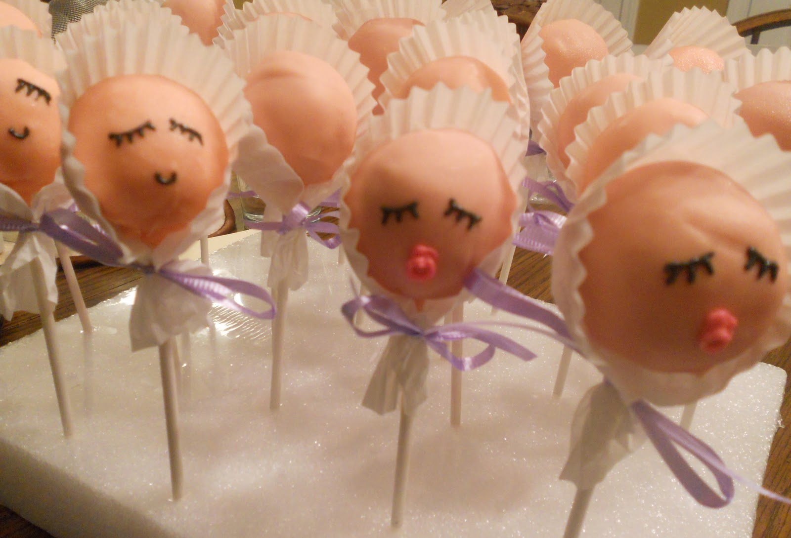 baby bonnet cake pops check out the cake pops at bakerella com and her ...