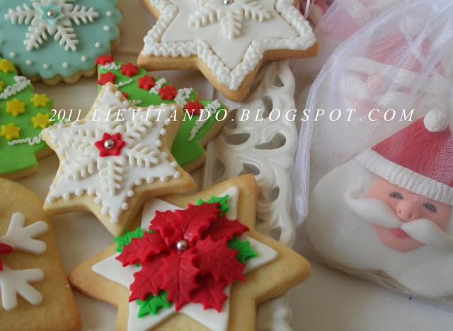 Biscotti decorati con pasta di zucchero e ghiaccia reale