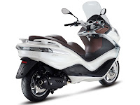 2013 Piaggio X10 125 Scooter pictures 2
