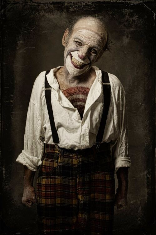 Eolo Perfido fotografia sombria surreal terror palhaços bizarros