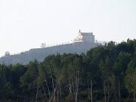 Zoom a l'ermita de Sant Ramon dalt del Montbaig