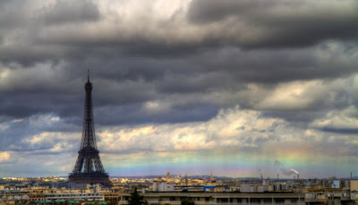 A horizontal rainbow pictured above the Paris skyline (Photo: Bertrand Kulik)