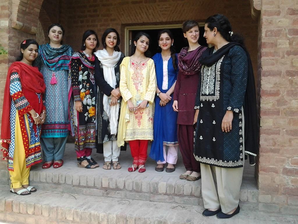 Teachertraining in Roshni