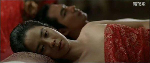 a-frozen-flower-sex-scene-big-black-booty-strips-nude