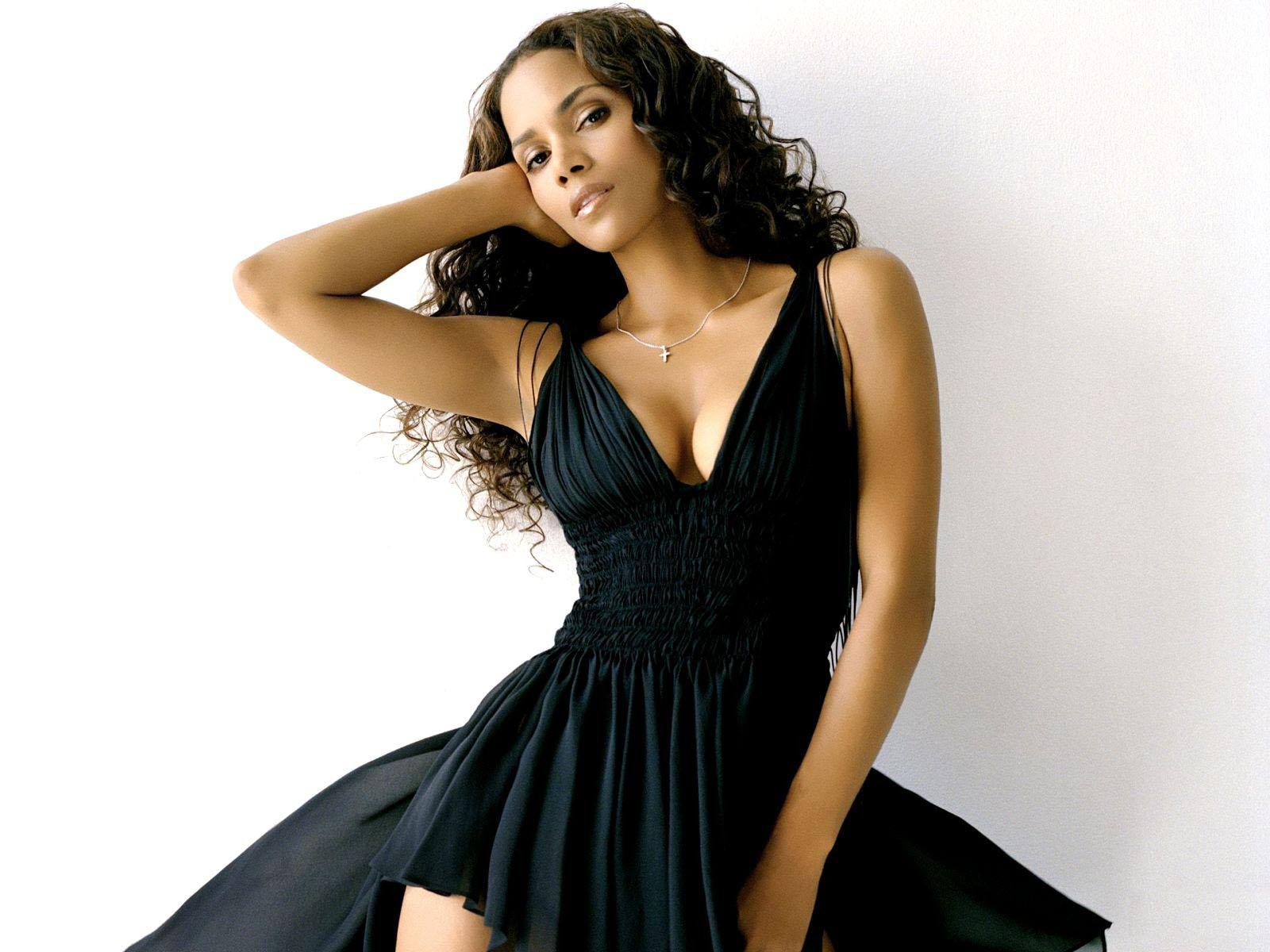 http://3.bp.blogspot.com/-wV0mwMA3HmE/TZoh2I1yDpI/AAAAAAAAADg/kZp0P8Y6RVs/s1600/1249433920_1600x1200_halle-berry-in-black-dress.jpg