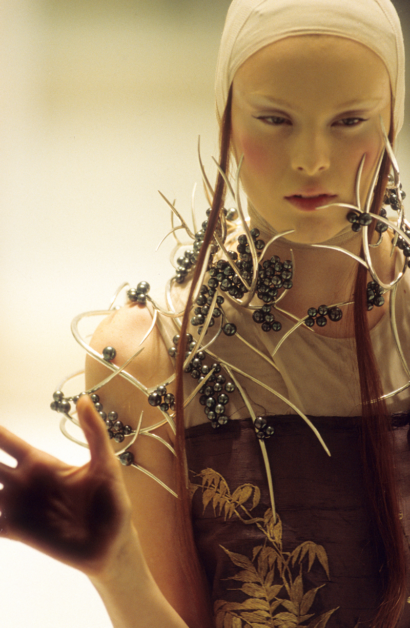 "Karen Elson wearing Tahitian pearl & silver neckpiece by Shaun Lean for Alexander McQueen ""Voss"" Spring/Summer 2001 collection photographed by Anthea Simms / Savage Beauty exhibition review / via fashioned by love British fashion blog"