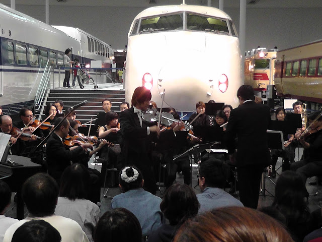 リニア・鉄道館0系新幹線前での演奏