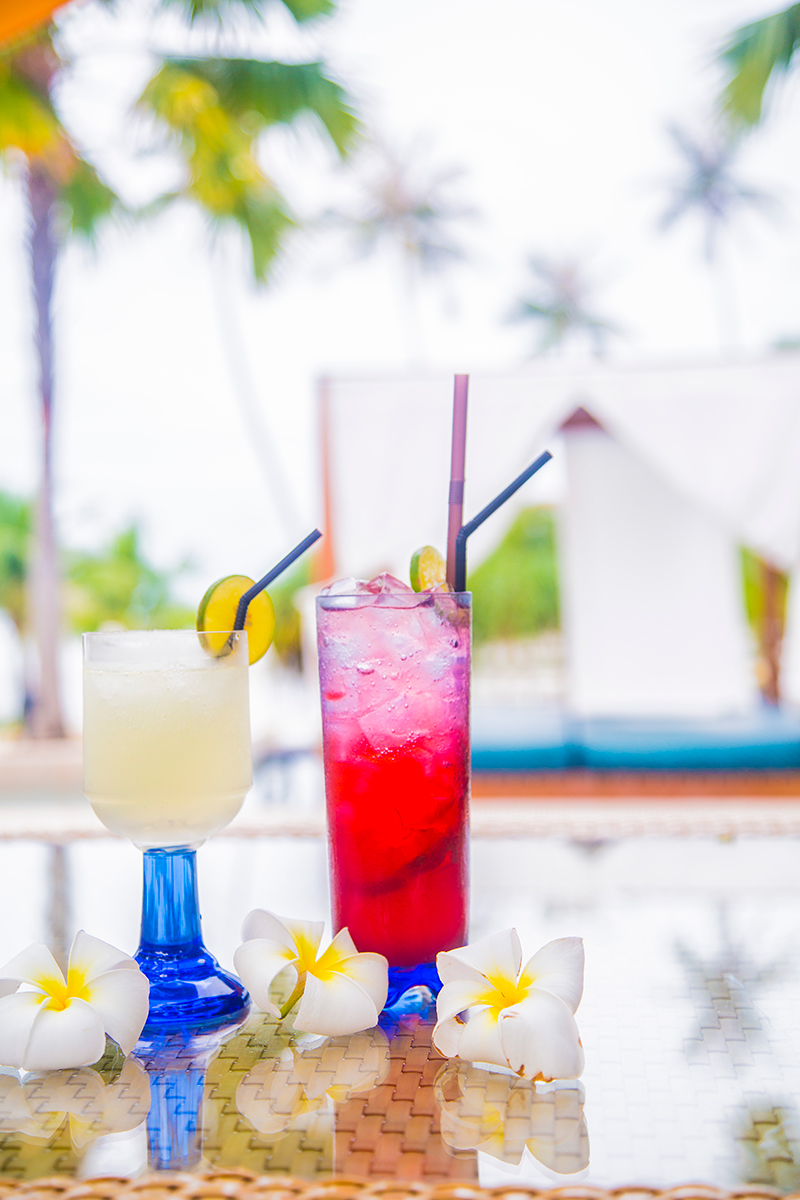 Radisson Blu Plaza Phuket hotel, cocktails at pool bar