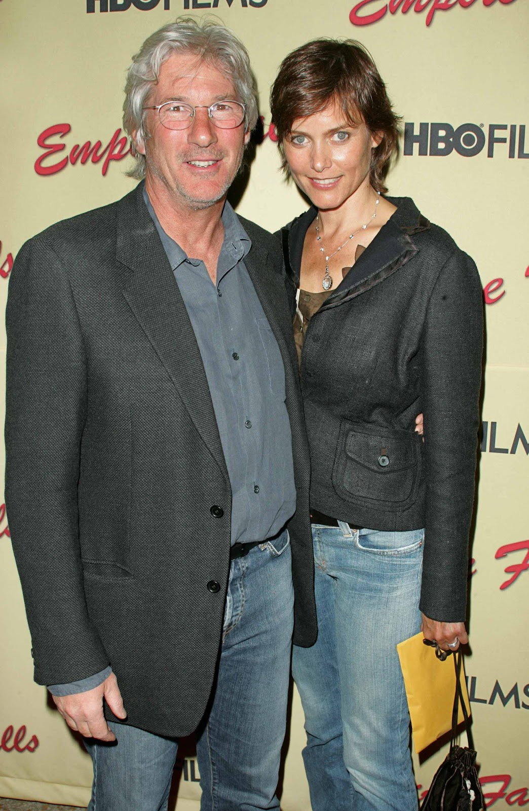 http://3.bp.blogspot.com/-wW2B-H1CZ8Y/UMZj3XXJ2vI/AAAAAAAAmjk/dkS-Y4QAXGI/s1600/richard-gere-dating-carey-lowell.jpg