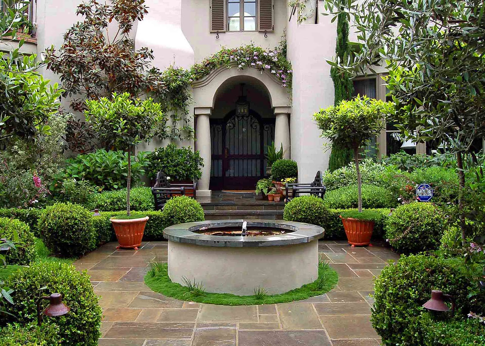 Environmental concept earth friendly landscapes for Italian courtyard garden design ideas