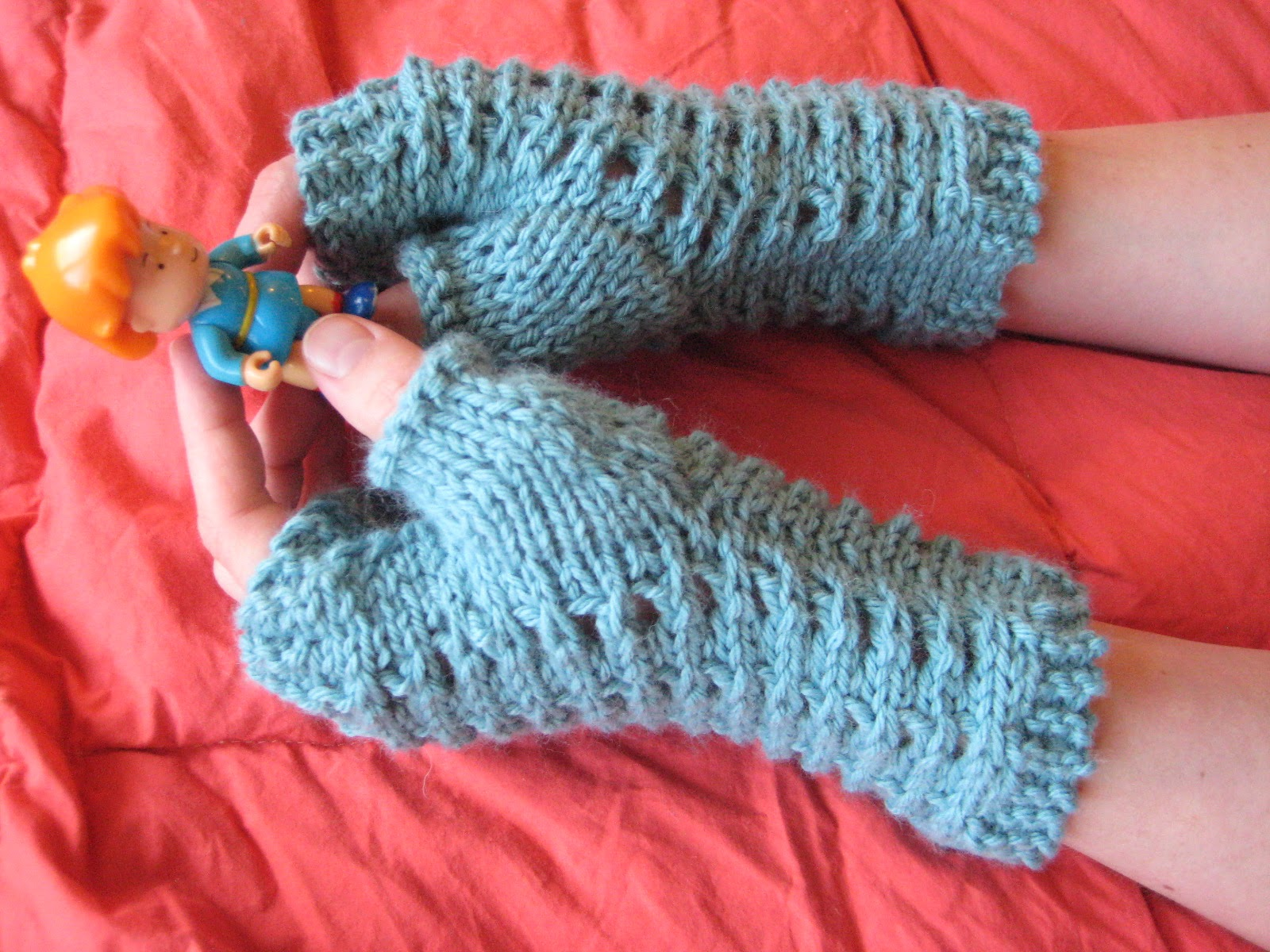 Knit Mesh Stitch In The Round : Balls to the Walls Knits: Slip-Stitch Mesh Fingerless Gloves
