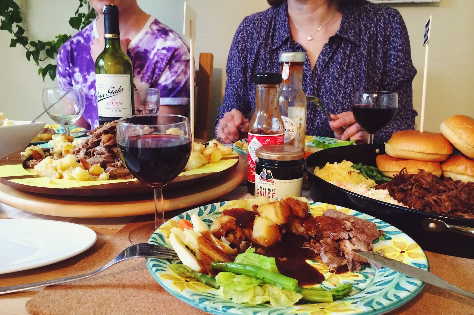 FashionFake a UK fashion and lifestyle blog. This Easter, I cooked up a feast of pulled beef slow cooked in cola sauce, and a roast lamb with a crust of garlic and herbs. These recipes are easy and delicious - perfect for a family get together!