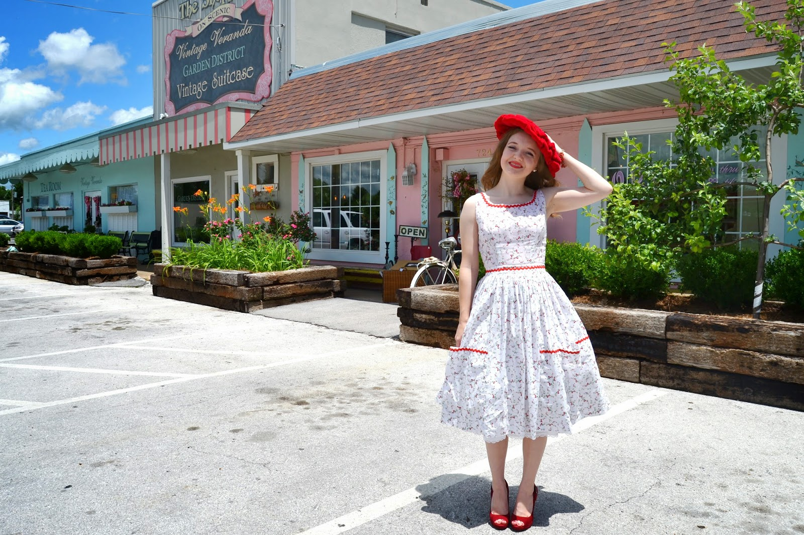 Flashback Summer: Maureen's Tearoom Birthday - Robin's Vintage Suitcase - McCall's 5517 1960s dress, large red vintage hat