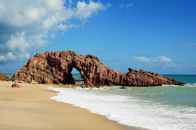 Lua de mel - Jericoacoara. Ceará, bodas de papel, 1 ano de casados, viagem, econômica, praia, sol, romântica, pedra furada