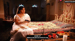 Reema Sen in bedroom first night photos from mugguru movie