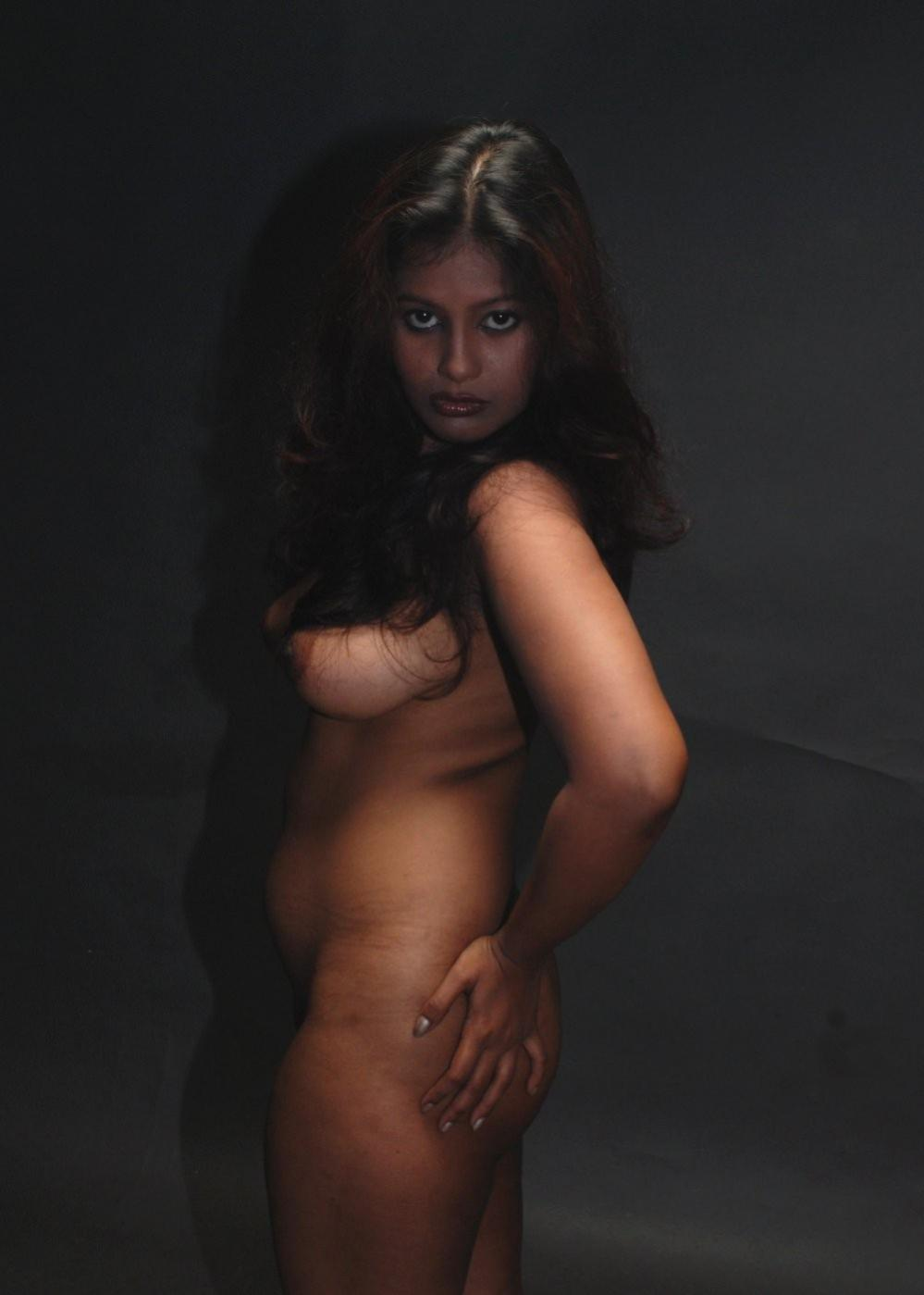 Indian naked women in night exploited photos