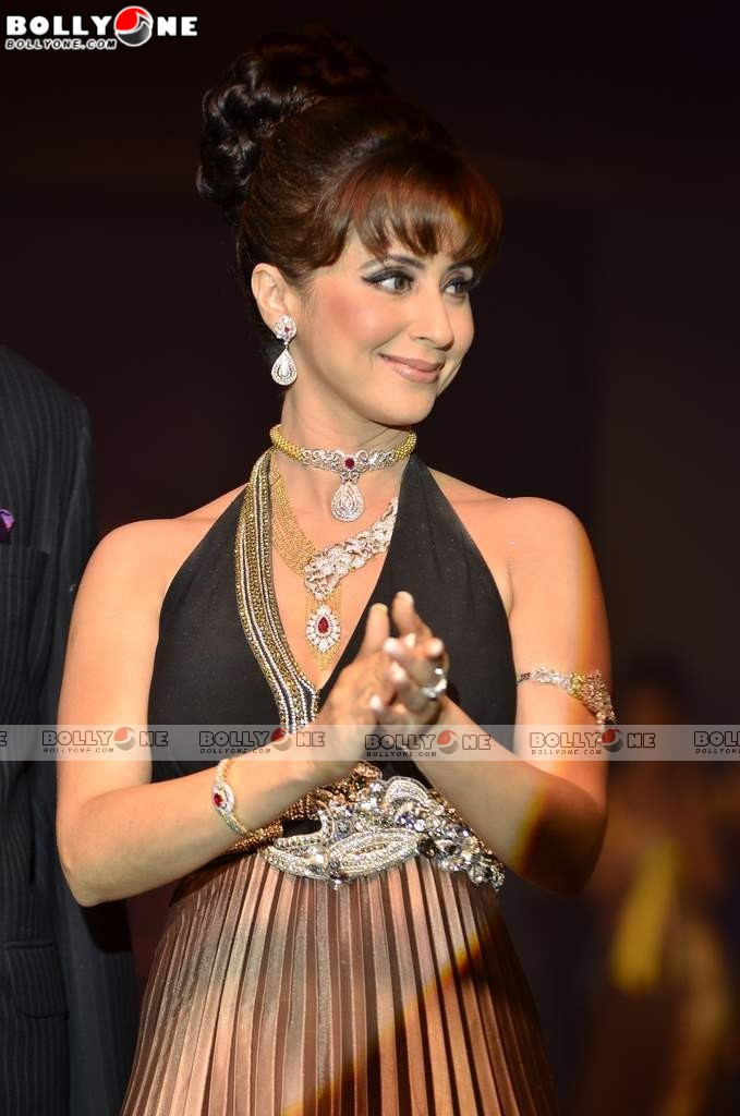 Image World Life: Urmila Matondkar Pictures of ramp walk at Waman ...