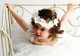 Gambar Anak Kecil Perempuan Pakai Bandana Bunga