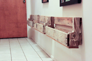 Recycled Crafts:  diy pallet shelves on wall