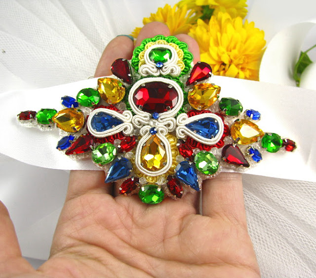 biżuteryjny pas na suknię ślubną