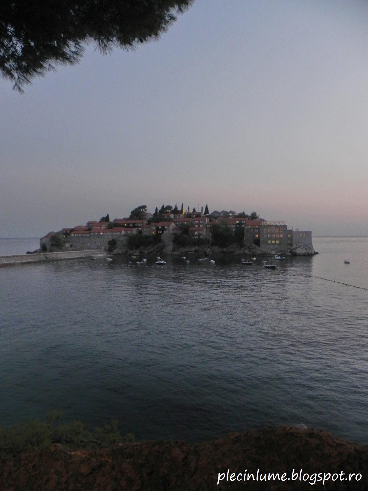 Sveti Stefan vazuta de la punctul de belvedere