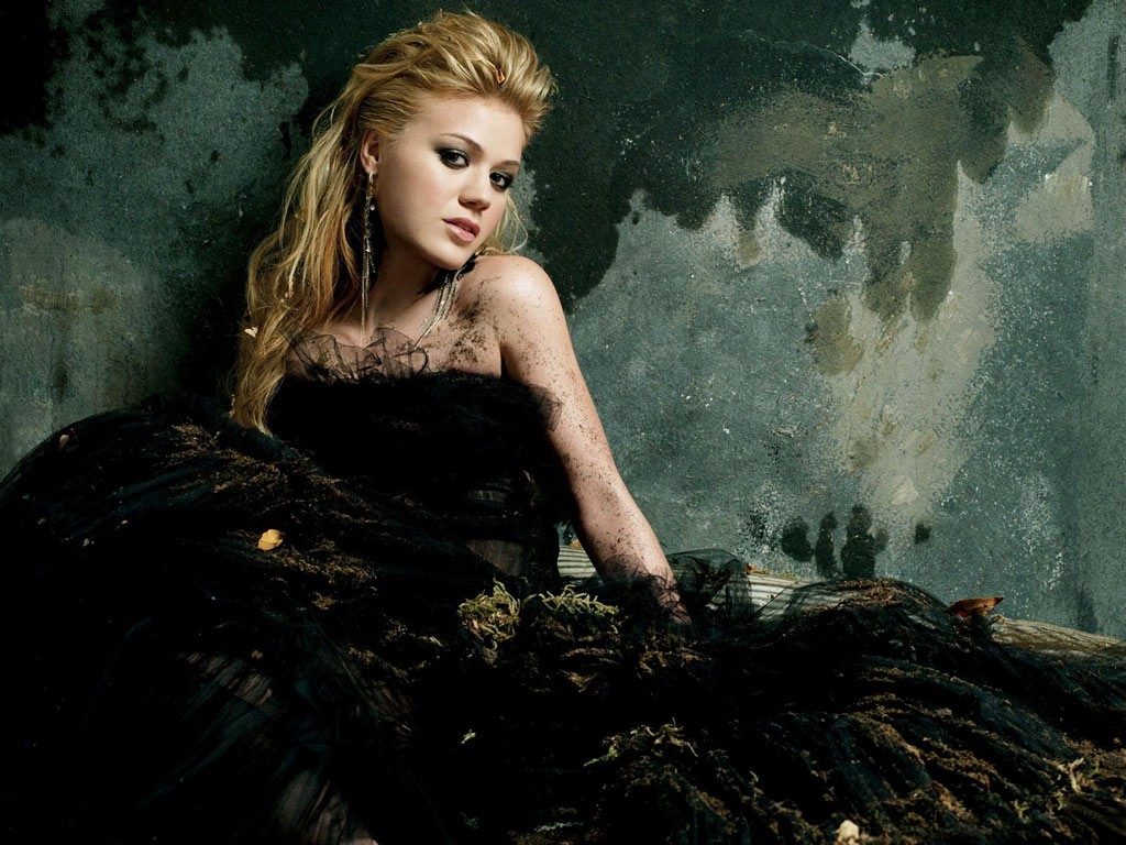 http://3.bp.blogspot.com/-wYOWr3C7Xr0/Ti6piMpScaI/AAAAAAAAHpY/worKFf9DgEI/s1600/Kelly_Clarkson_-_Break_Away.jpg