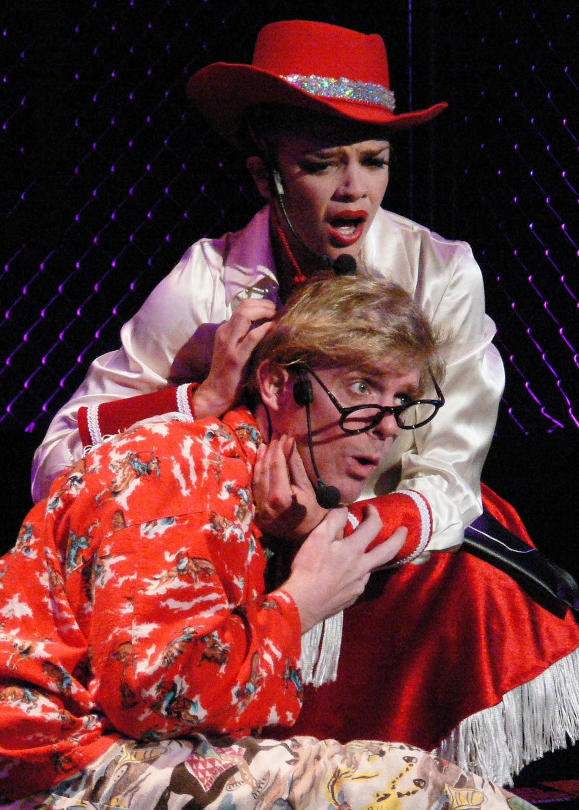 http://3.bp.blogspot.com/-wYWAEQ700-g/TufUOgLpHyI/AAAAAAAAAu4/b50lL-XGOmY/s1600/Christmas+Westside+red.jpg