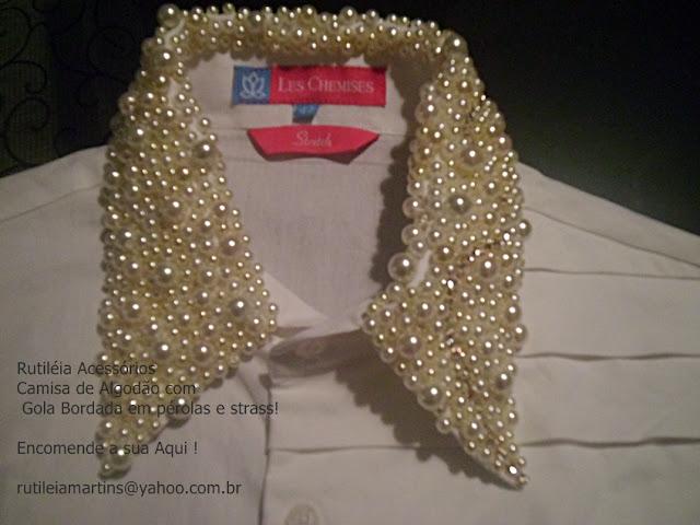 camisa bordada com aplicação de pérolas e strass na gola