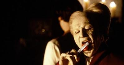 dracula bram stoker gary oldman prince vlad jonathan harker keanu reeves shaving knife razor shave tongue lick