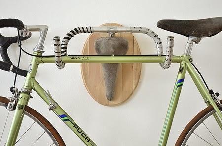 Percheros con Piezas Recicladas de Bicicletas