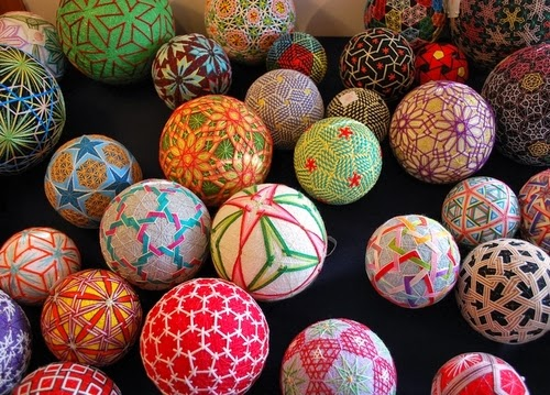 30-Embroidered-Temari-Spheres-Nana-Akua-www-designstack-co