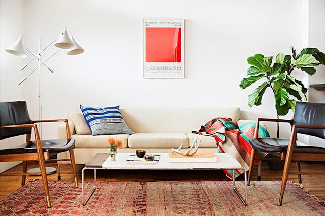 Mid-Century bis Seventies Design vom Flohmarkt in Brooklyn – leichtes Einrichten in Weiß und Holz