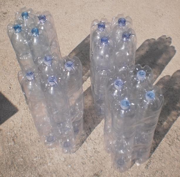 Tutti i colori di cria riciclo pouf con bottiglie di for Tipi di tubi di plastica