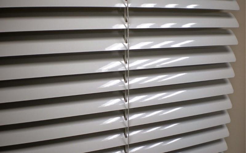 jaluzele orizontale exterioare din aluminiu