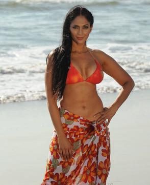 Hot Bollywood Actress Yasmeen Khan Nip Slip Pictures