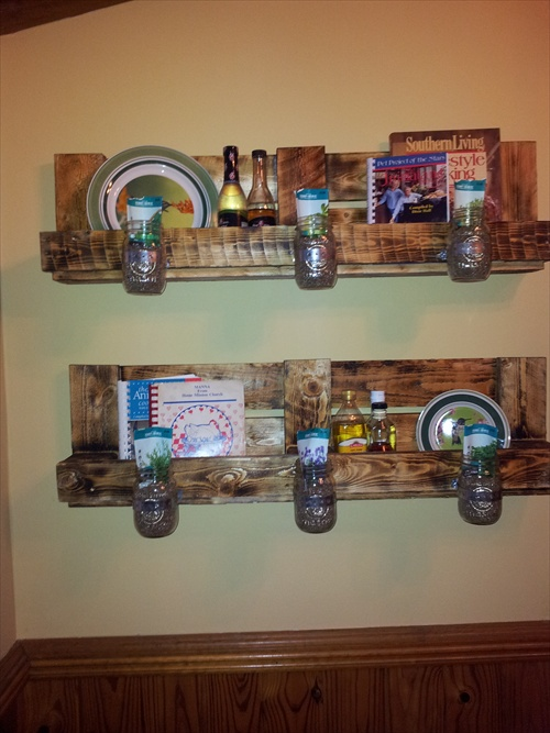 Diy wooden pallet shelves with storage pallet furniture for Etagere avec palette
