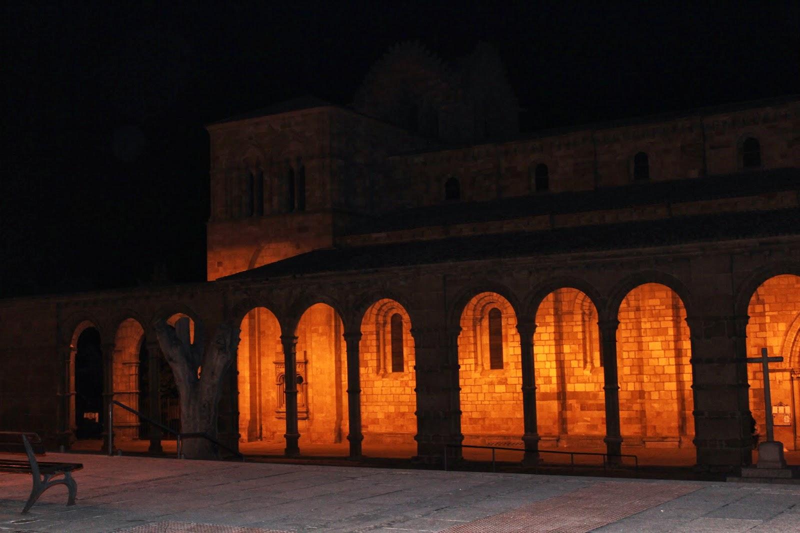Basílica de San Vicente iluminada