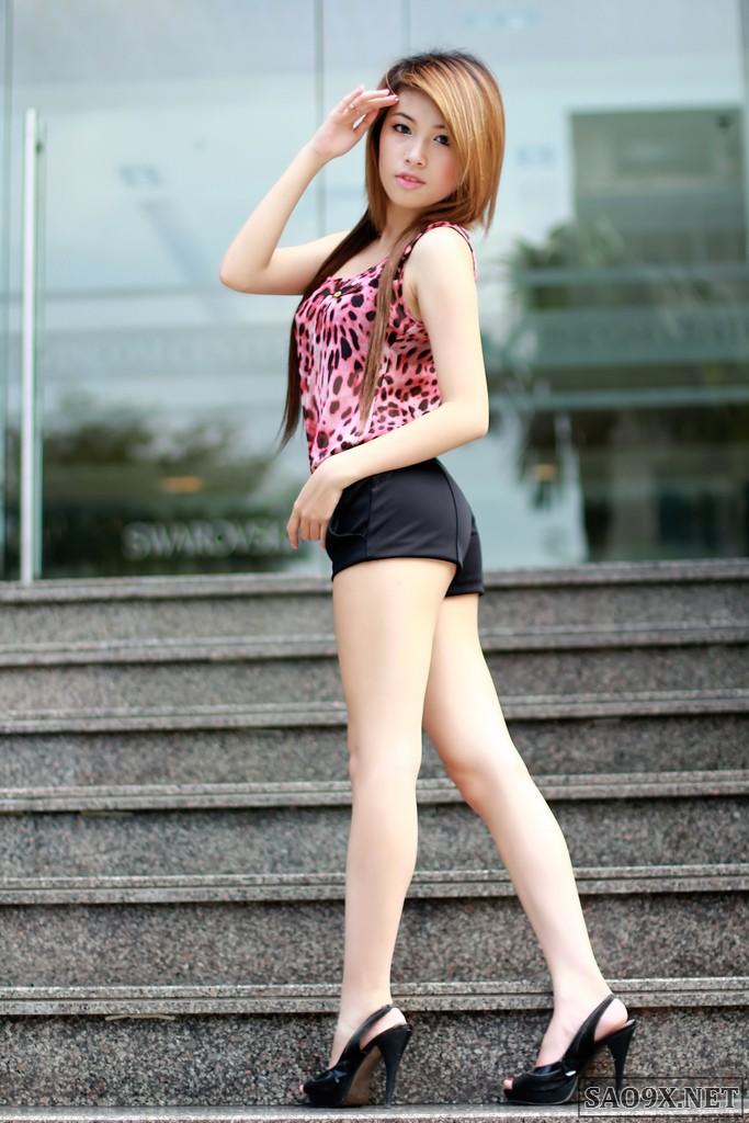 Girl xinh chân dài khoe vếu to hàng đẹp