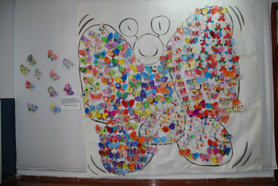 Los duendes en el rio celebrando el d a internacional de for Mural de flores y mariposas