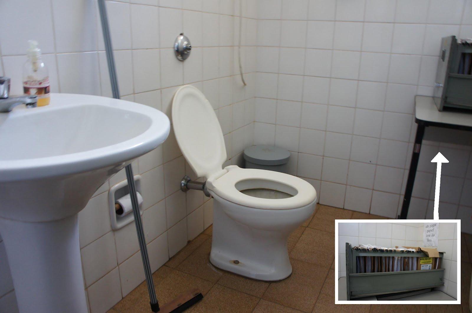Imagens do Dia: Banheiro: Posto de Saúde Bairro Santa Marta #5C4938 1600 1063