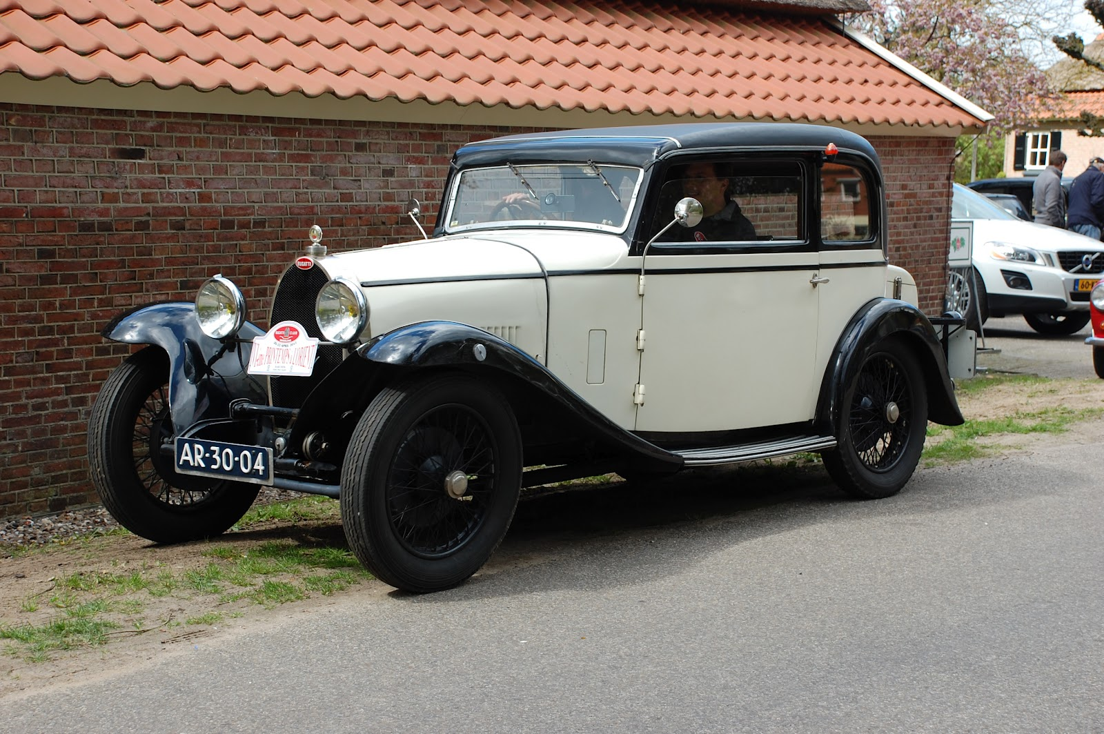 ... .blogspot Oldtimers en Meer : Bugatti's bij De Pot in Markelo (Video: janwib.blogspot.nl/2012/04/bugattis-bij-de-pot-in-markelo.html