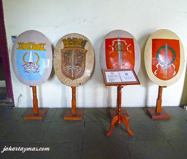Escudos de Batavia