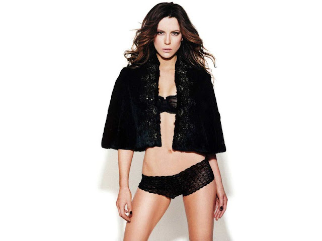 Kate Beckinsale sexy in lingerie